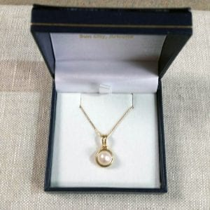 Lady's Yellow Gold Pendant-with Pearl