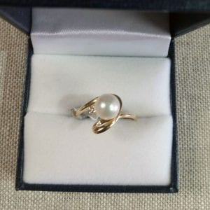Lady's Yellow Gold Ring with Pearl